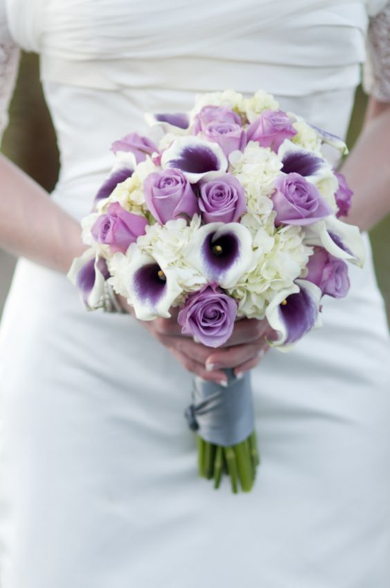 purple rose n calla lily bouquet but not purple this is how i want my bouquet