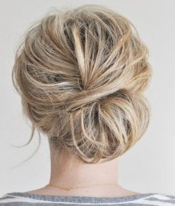 Comment faire chignon simple soi méme; http//www.lechignonmariage.com