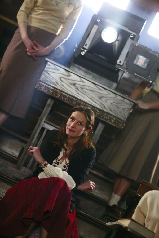 Julia Roberts (as Katherine Ann Watson) in Mona Lisa Smile (2003) #monalisasmile #juliaroberts