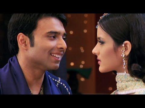 Mere Yaar Ki Shaadi Hai Title Song Definitely A Favorite Movie Bollywood Music Songs Favorite Movies