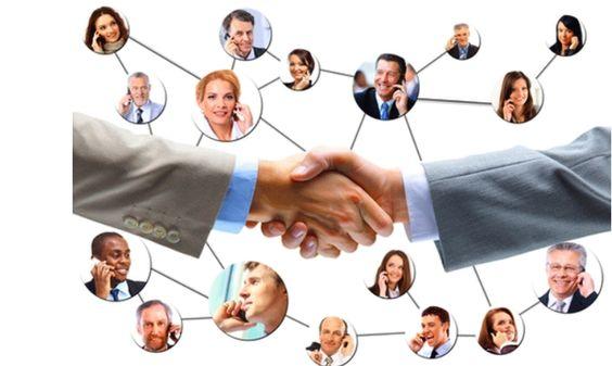 """Care este rolul HR-ului într-o Companie ca SocialPR? HR-ul este mediatorul între angajat şi angajator şi se confruntă cu două mentalităţi: • cea a angajatului SocialPR: """"Eu sunt cel mai bun produs al meu, pe care trebuie să îl vând cât mai scump"""" • cea a angajatorului SocialPR: """"Omul este cea mai importantă resursă a unei firme"""""""