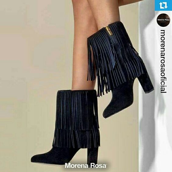 Olha o que acabou de chegar!      #weloveit #news #inverno15 #trend #winter15 #provadorfashion #euqueroo #inlove  《 Estamos apaixonadas por essa Bota da Morena Rosa Shoes - Deslumbrante | Sem dizer que é mega confortável  》  | Whatsapp  (43) 9148-2241  |   #Repost @morenarosaoficial ・・・ As franjas continuam em alta e nessa bota MARAVILHOSA de salto grosso o detalhe cria um movimento deslumbrante!!!  #MorenaRosa #MorenaRosaShoes #Franjas #MRinverno2015