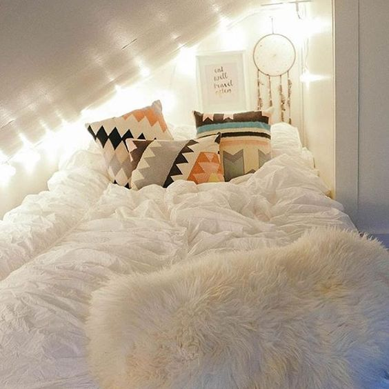 Comfortable and cozy dorm room decor is the best!