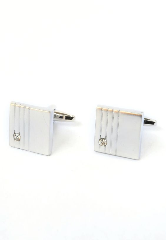 Square Cufflinks with crystal! For everyday! #splicecufflinks #cufflink #cufflinks #mensfashion #men #mensaccessories #menstyle #style #singapore #england #fashion #fleamarket #unique #standout #groomsmencuffs #groomsmencufflinks http://www.splicecufflinks.com