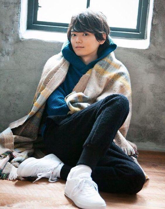 くつろいでいる古川雄輝のかわいい画像