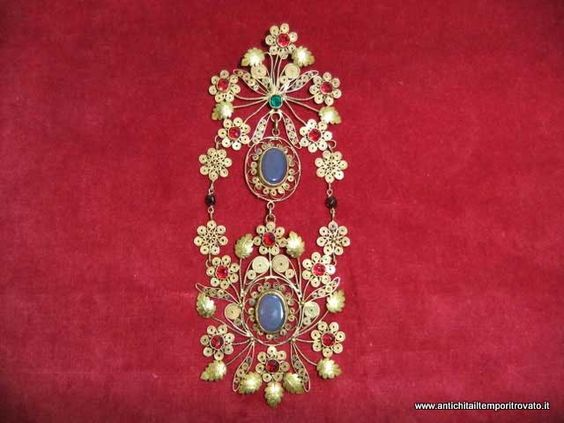 Antico gioiello sardo conosciuto in sardegna col nome di - Si porta al collo ...