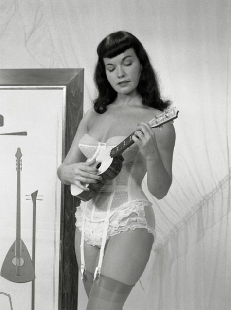 Betty Page Photos: Ukulele Bettie Page