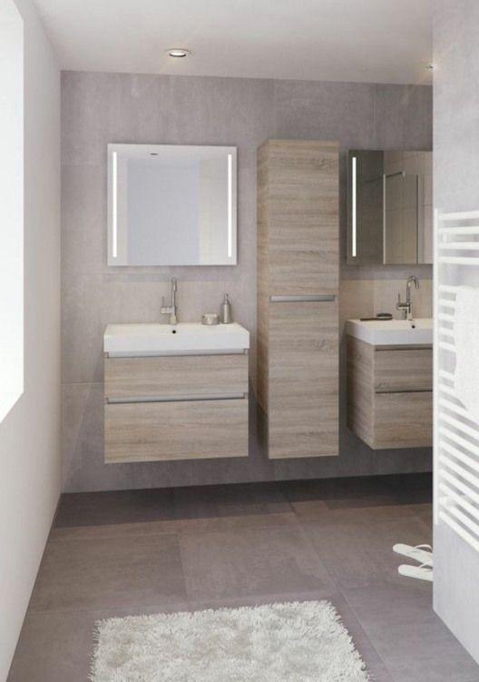 salle de bain beige avec meubles en bois clair tapis blanc ...