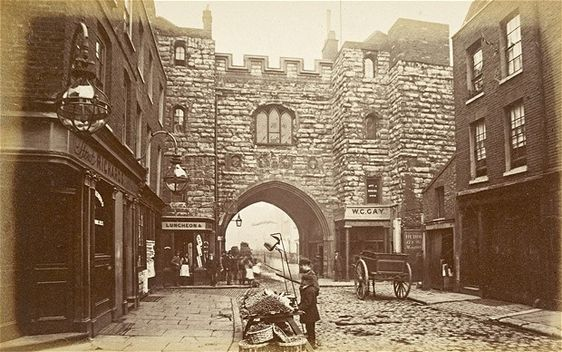 This picture shows St John's Gate, the gateway to what was once the priory of the Knights of St John. By the 18th century, it housed the offices of the publishers of the Gentleman's Magazine.