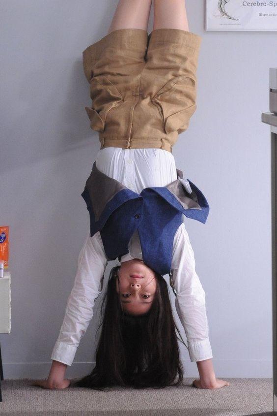 逆立ちした武井咲