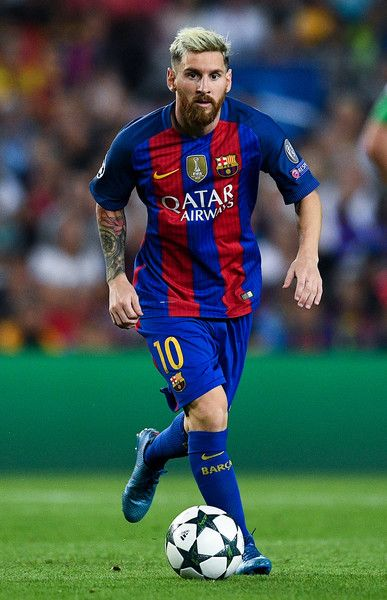 Lionel Messi of FC Barcelona runs with the ball during the UEFA Champions League Group C match between FC Barcelona and Celtic FC at Camp Nou on September 13, 2016 in Barcelona, Catalonia.