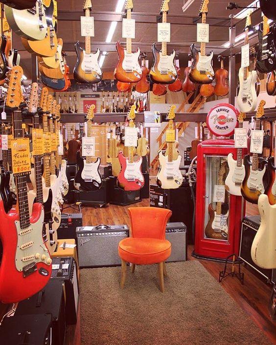 www.azemamusique.fr Fender Custom Shop #guitar #guitars #guitare #fender #fendercustomshop #customshop #tele #strat #stratocaster #telecaster