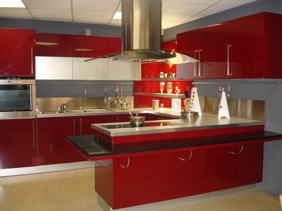 Nowoczesna, czerwona kuchnia z frontami RINGHULT HERRESTAD - küche rot hochglanz