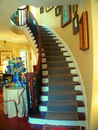 Curved Staircase by Greg Mix Architect.