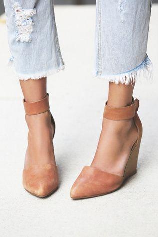 Frayed denim ankles 'n' pretty heels