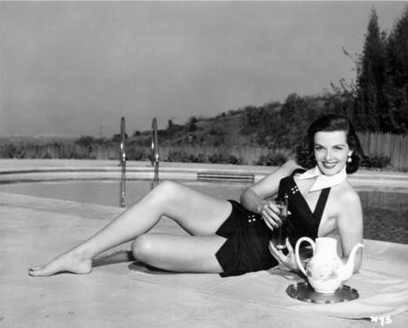 A dieta per la prova costume? Controtendenza: torna la donna anni '50.