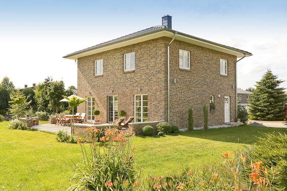 Landhaus stadtvilla home pinterest for Friesenhaus modern einrichten