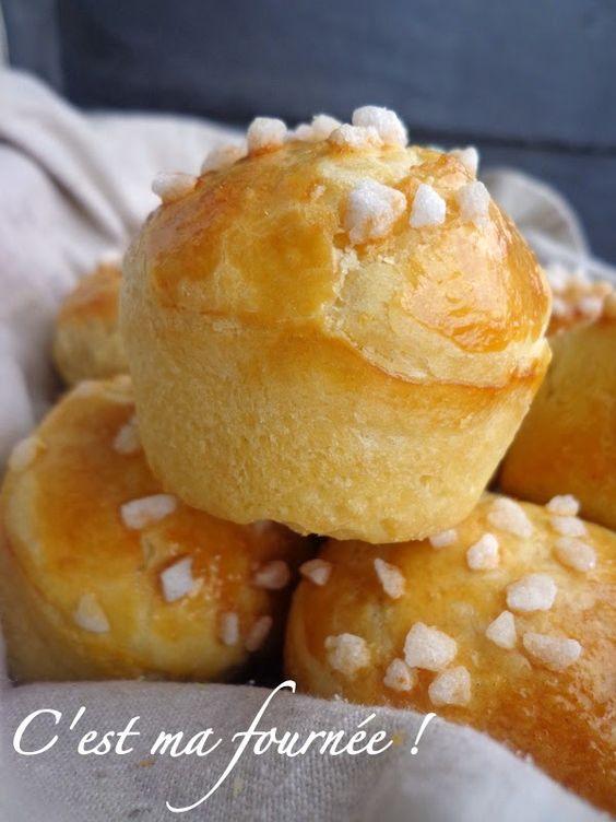 Petites brioches comme chez le boulanger. Qui n'a jamais été envoûté par cette divine odeur qui s'échappe de la boulangerie à l'heure des fournées...