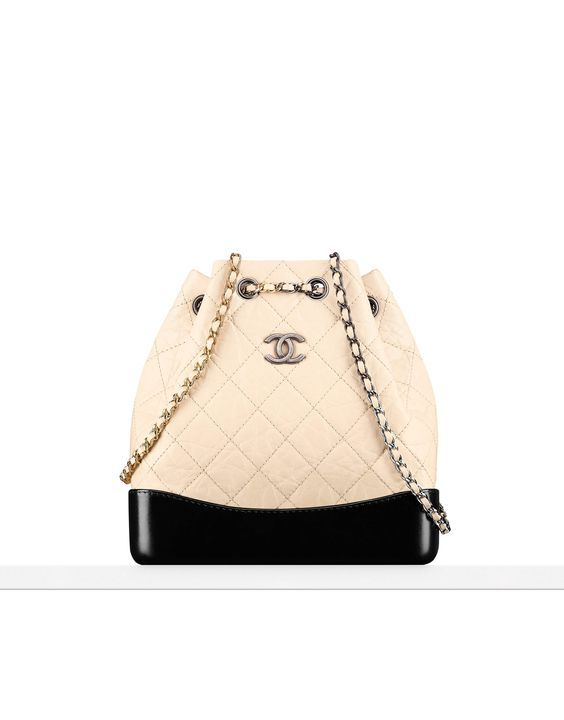 Chanel At Luxury Vintage Madrid The Best Online Selection Of Luxury Clothing Pre Loved With Up To 70 Discount Chanel Handbags Fashion Bags Chanel Backpack