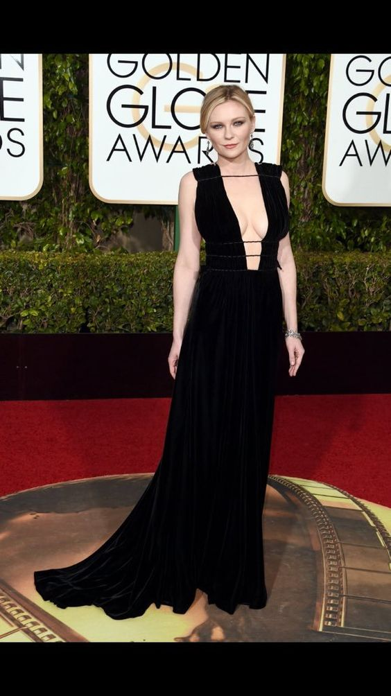 Kirsten Dunst in @MaisonValentino - another plunging neckline on the red carpet #GoldenGlobes