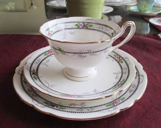 SHELLEY Fine Bone China    **ROSE AND BEAD** #10775   Gainsbrough Shaped  TRIO