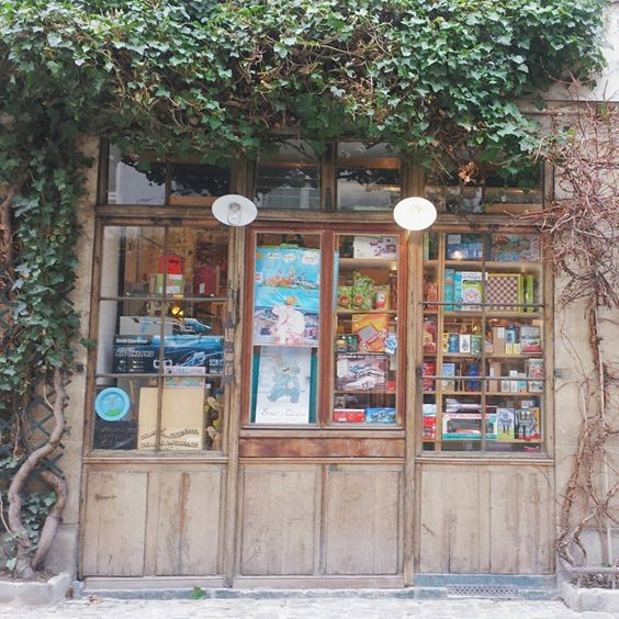 Carina Mancinone (@carina_maree_m) | The loveliest toy shop in Paris