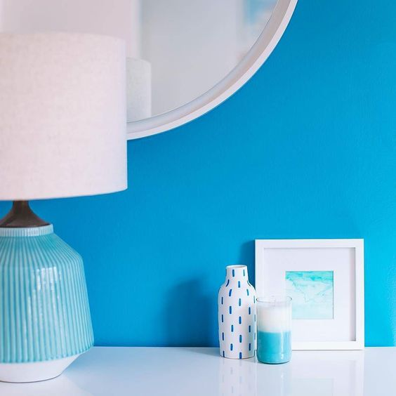 @brightbazaar shared this outstanding combination of #lamps & #candles! This is a great way to #style your #sideboards #consoles and any other #tabletops.  #interiordecor #homestyling #interiorstyling #decorinspiration #modernhomes #tabledecor #decorideas #white #blue #seainteriors #themedinteriors