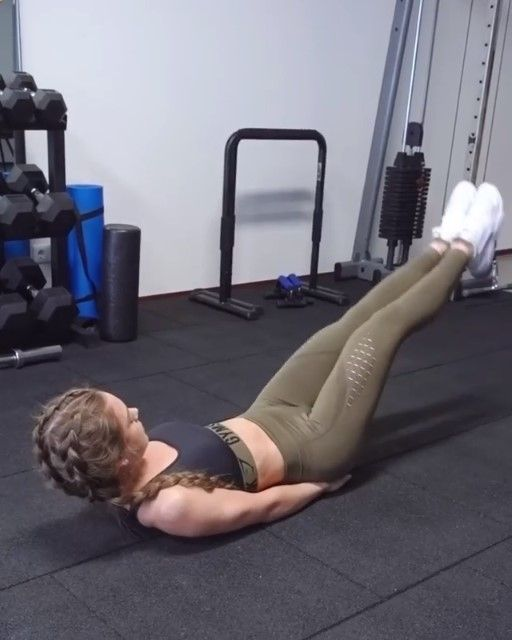 Sophie Van Oostenbrugge Gives A Core Burner Head To Her Instagram For The Full Workout Click Through To Purchase Her Kh Fitness Body Abs Workout Gym Workouts