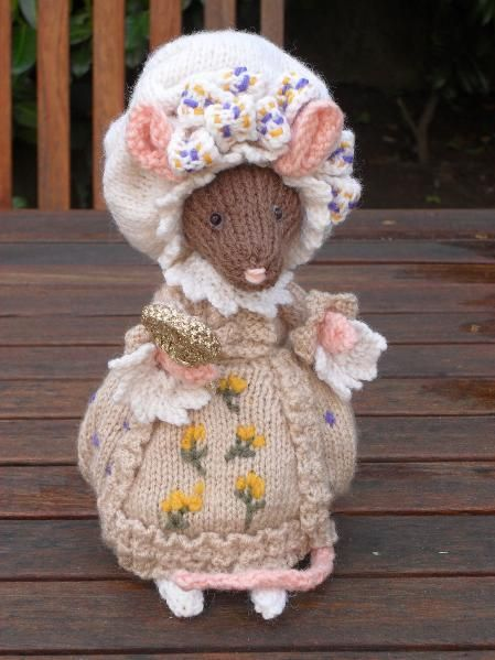 Knitting Pattern Alan Dart : Lady Mouse from Beatrix Potter...this is another glorious Alan Dart pattern.....