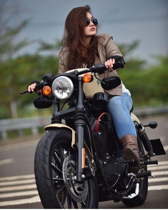 Top 20 Motor Bike Girls Wallpapers In 2020 Bike Photoshoot