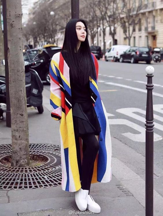 Actress Fan Bingbing in Paris http://www.chinaentertainmentnews.com/2016/03/street-shots-of-fan-bingbing-in-paris.html