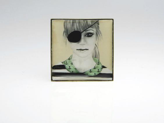 Anello quadrato con ragazza pirata di Saraelan illustration su DaWanda.com