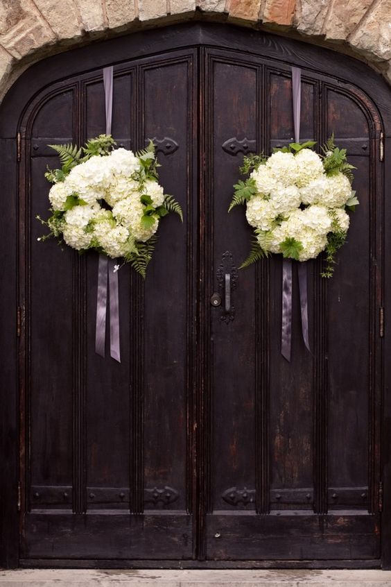 classic-vineyard-wedding-door-pomanders: