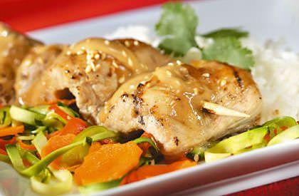 Brochettes de longe de porc Satay 1 1/3 lbLongues lanières de longe ou de surlonge de porc du Québec 600 g    1/2 tasseVinaigrette au gingembre125 ml 3 c. à tableBeurre d'arachides45 ml 2 c. à tableMiel30 ml 2 c. à tableSauce soya30 ml 2 c. à tableEau chaude30 ml 1 c. à table Graines de sésame, grillées 15 ml Coriandre fraîche au goût