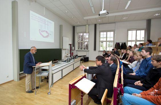 Dr. Stein, Schulleiter des Leipziger Heisenberg-Gymnasiums zeigte sich begeistert über die Inhalte der Junior-Ingenieur -Akademie