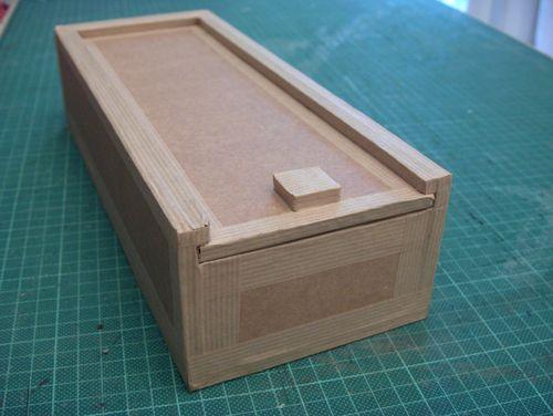 tutoriel fabriquer un plumier en carton femme2decotv. Black Bedroom Furniture Sets. Home Design Ideas