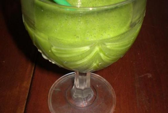 2 cups spinach  1 medium banana  1/2 cup nondairy milk  1/4 to 1/2 avocado, optional  2 to 4 ice cubes, optional