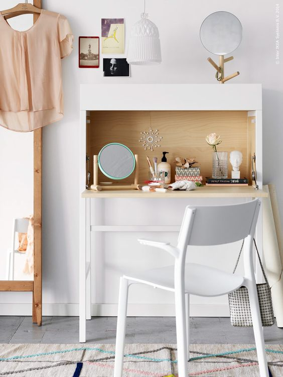 ikea ps 2014 sekret r har f tt bli ett sminkbord fullt av hemliga sk nhetsknep janinge karmstol. Black Bedroom Furniture Sets. Home Design Ideas