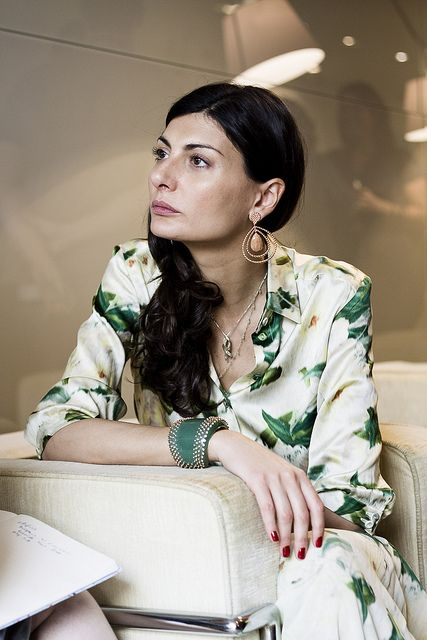 Neutral earring with tiny details + big cuff with tiny details + big print blouse | Giovanna Battaglia: