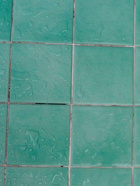 Dieses einfache Hausmittel hilft gegen schmutzige Badezimmerfugen!