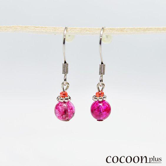 水晶は非常に優れた浄化作用をもたらす石として知られています。珍しいピンク色の水晶なので、小ぶりながらとても存在感があります。フックはノンアレルギーのサージカル...|ハンドメイド、手作り、手仕事品の通販・販売・購入ならCreema。