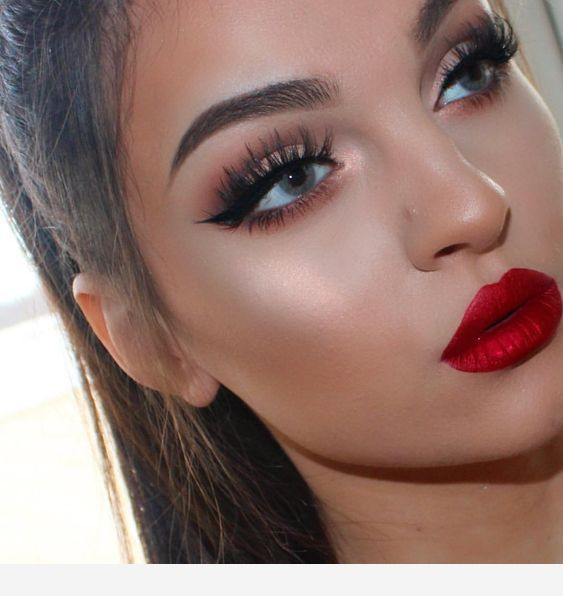 Red Lipstick And Amazing Blue Eyes Makeup Looks For Red Dress