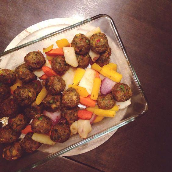 Abendessen ist fertig! es gibt veggie Kttbullar mit Ofengemse Mahlzeit!