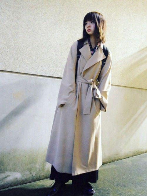 秋に向けてトレンチコーデ。 流行りのトロンチだからテロンチだかっていうコート。 ロング丈でゆったりと