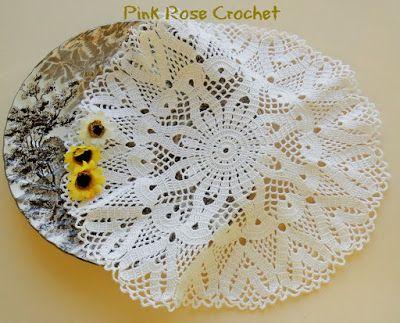 Pink Rose Crochet: Heart Aflutter Doily Centrinho Branco com Corações...