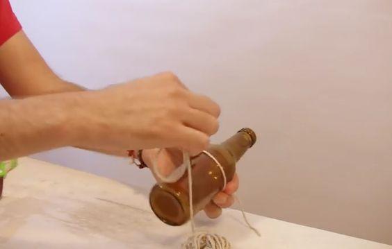 Leer hoe je eenvoudig flessen kan snijden met behulp van alleen een touw!