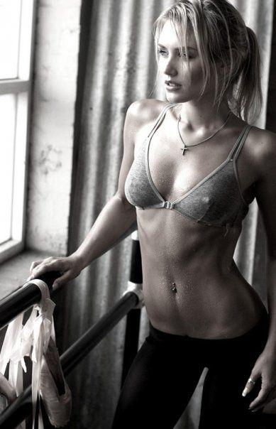 Dina Meyer abs