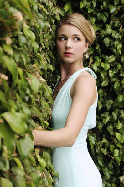 Emily VanCamp - perfect white dress