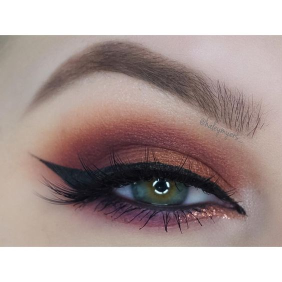 """ @katvondbeauty Analoge, Rewind, Destroyer, and Anthem from the Mi Vida Loca palette with @meltcosmetics Love Sick shadow in the outer corner and…"""