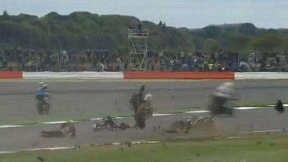 MotoGP. Серьёзная авария на старте Гран-при Великобритании - красные флаги  https://race24.ru/news/moto/1861/